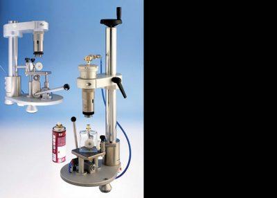Machines de parfum : sertisseuse de flacons de parfum